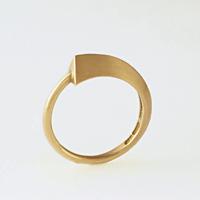 simple gold rings by Studio Alsberg